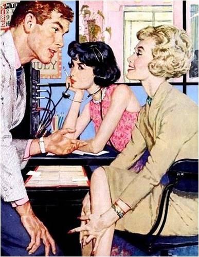 2 femmes qui observent